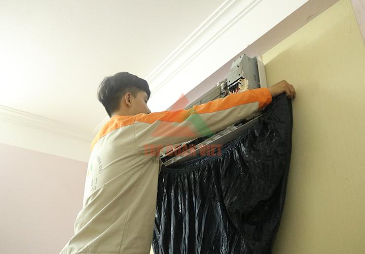 Sửa điều hòa Fujitsu tại nhà cho khách