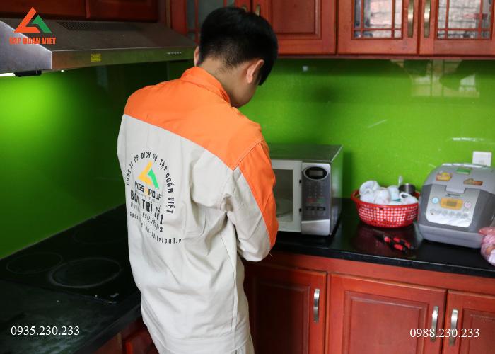 KTV Tập Đoàn Việt hỗ trợ sửa lò vi sóng Sanyo tại nhà