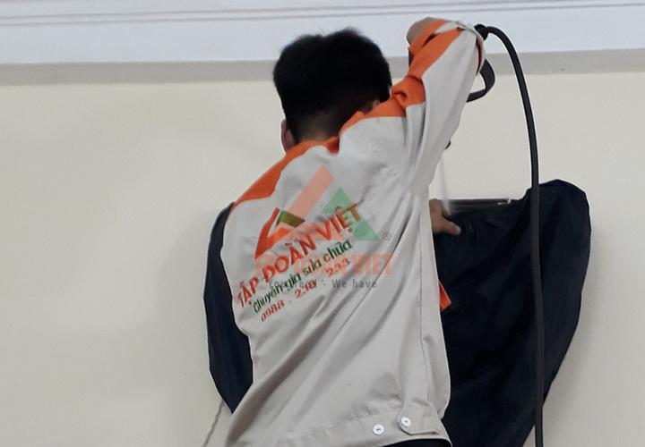 Kỹ thuật viên sửa điều hòa chuyên nghiệp tại Hà Nội