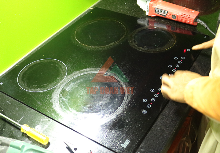 Sửa chữa bếp từ báo lỗi e0